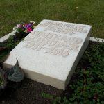 Kalkstein-mit-erhabener-Inschrift