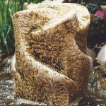 Quellstein aus Kalkstein