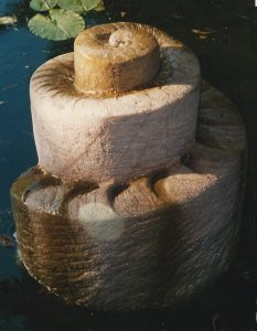 Quellstein aus Quarzit