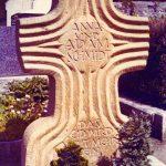 Grabdenkmal-Sandsteinkreuz