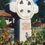 Grabdenkmal-Kalkstein-Irisches-Kreuz