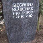 Grabdenkmal-Migmatit-blaugrau-Flachbogen
