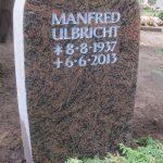 Grabdenkmal-Migmatit-rötlich-Rundbogen