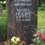 Grabdenkmal-Migmatit-rötlich-gebändert