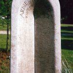 Grabdenkmal-Pforte-Muschelkalkstein