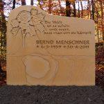 Grabdenkmal-Sandstein-mit-floralem-Relief