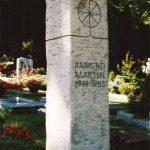 Grabdenkmal-Muschelkalkstein-mit-Bleiintarsie