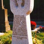 """Grabdenkmal """"Stimmgabel"""" Kalkstein"""