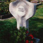 Grabdenkmal aus Untersberger Kalkstein
