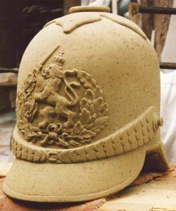 Pickelhaube-mit-Wappen