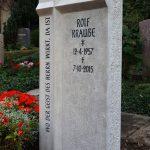 Grabdenkmal aus Kalkstein